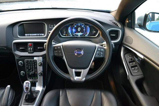 2014 Volvo V40 D2 diesel - UK first drive