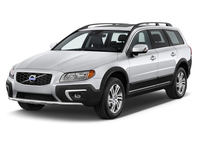2014 Volvo XC70 AWD 4-door Wagon 3.2L Angular Front Exterior View