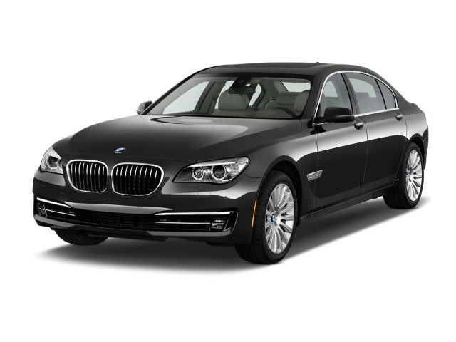 2015 BMW 7-Series 4-door Sedan 750i RWD Angular Front Exterior View