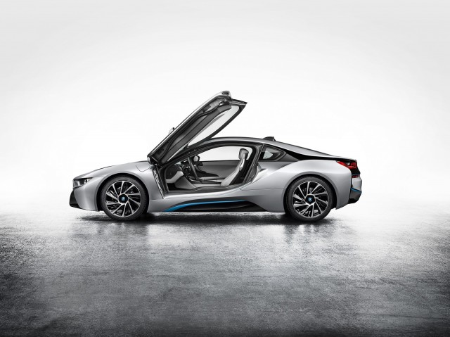 Following In Tesla S Footsteps Bmw Offers To Share Electric Car