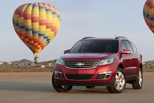 Chevrolet Traverse Vs Ford Explorer The Car Connection - Chevrolet traverse invoice price