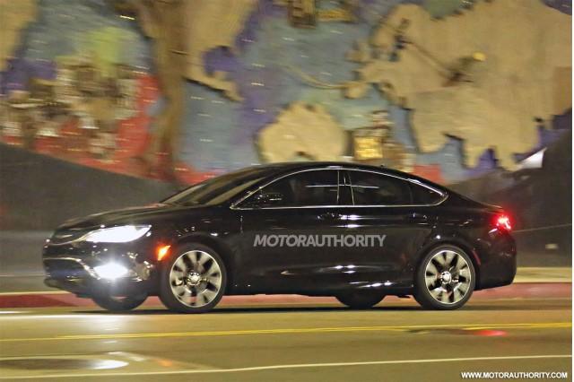 2015 Chrysler 200 spy shots