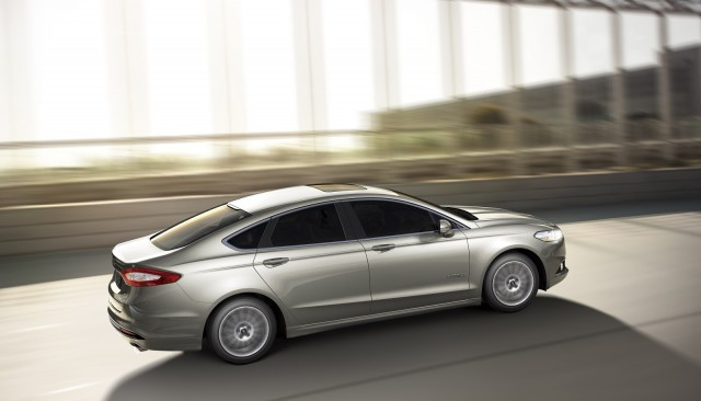 More than 100K 2015 Ford Fusion, Lincoln MKZ sedans recalled for seat belts that can erode