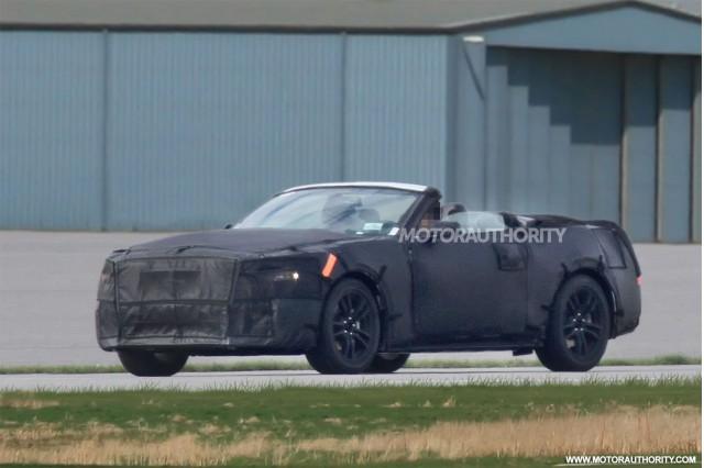 2015 Ford Mustang Convertible spy shots