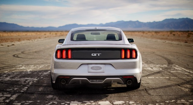 ford offering 2015 mustang with live axle for drag racers