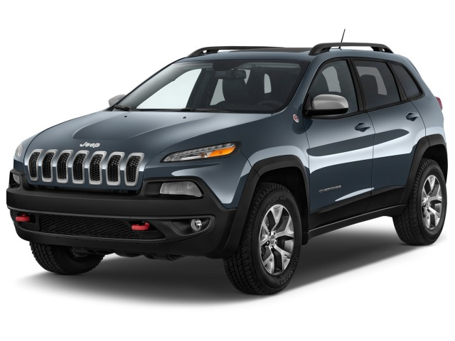 2015 Jeep Cherokee 4WD 4-door Trailhawk Angular Front Exterior View