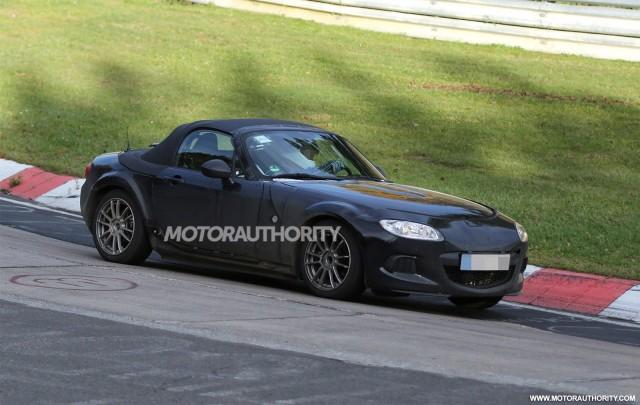 2015 Mazda MX-5 Miata test mule spy shots