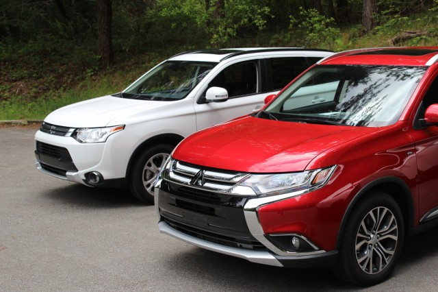 2015 Mitsubishi Outlander (left) and 2016 Mitsubishi Outlander (right)
