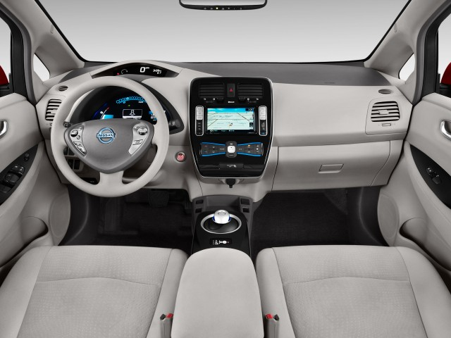 2015 Nissan Leaf 4-door HB SL Dashboard