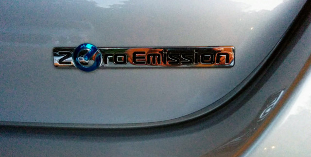 2015 Nissan Leaf Zero Emissions badge