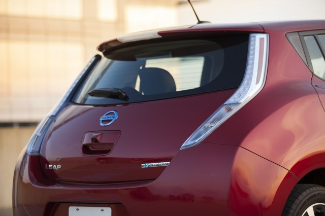 plug in electric car sales in july leaf plummets volt holds final update. Black Bedroom Furniture Sets. Home Design Ideas