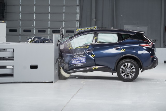 2015 Nissan Murano - IIHS small overlap frontal crash test