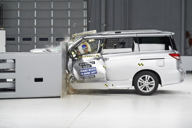 2015 Nissan Quest IIHS small-overlap test