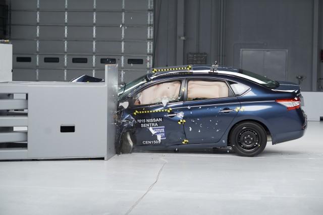 2015 Nissan Sentra - IIHS small overlap testing