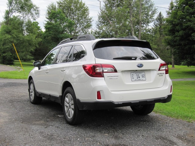 2015 subaru outback gas mileage review of crossover wagon utility vehicle. Black Bedroom Furniture Sets. Home Design Ideas