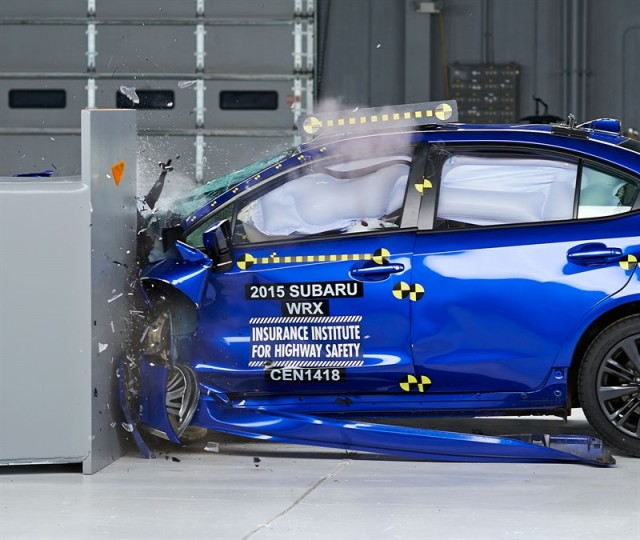 2015 Subaru WRX IIHS crash test