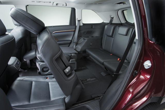 Suv With Third Row >> Five Most Fuel Efficient Vehicles With Third Row Seating