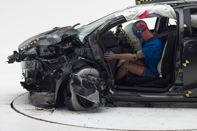 2015 Toyota Prius C IIHS small-overlap front crash test