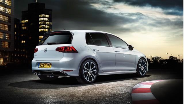 2015 Volkswagen Golf R-Line (European-spec)