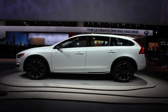 2015 Volvo V60 Cross Country  -  2014 Los Angeles Auto Show live photos