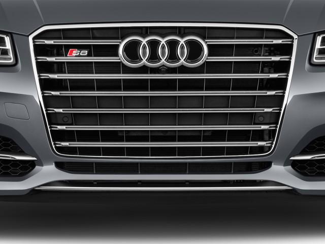 2016 Audi S8 4-door Sedan Plus Grille