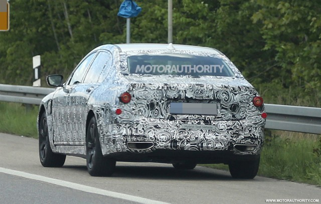 2016 BMW 7-Series plug-in hybrid spy shots