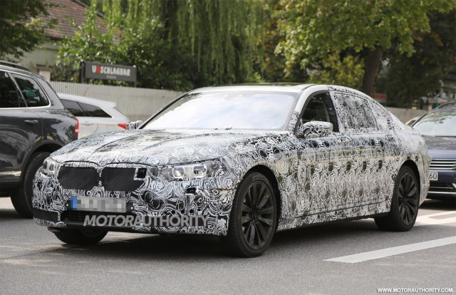 2016 BMW 7-Series spy shots