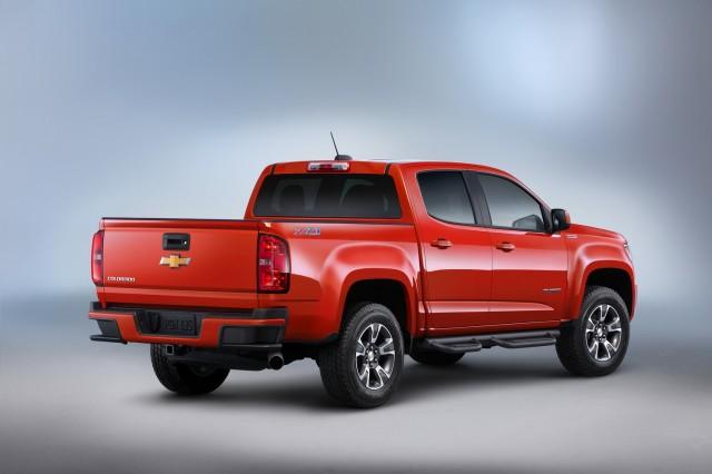 2017 Chevrolet Colorado vs. 2017 Nissan Frontier: Compare ...