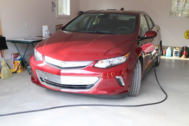 Gm Willing To Chevy Volt S Plug In Hybrid Train Other Makers