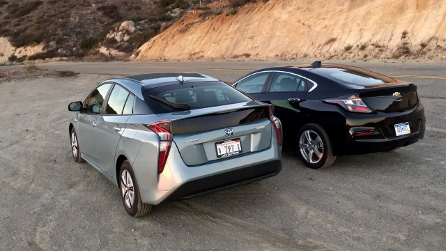 2016 Toyota Prius Vs 2016 Chevrolet Volt Video Test