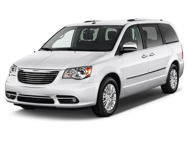 2016 Chrysler Town & Country 4-door Wagon Limited Angular Front Exterior View