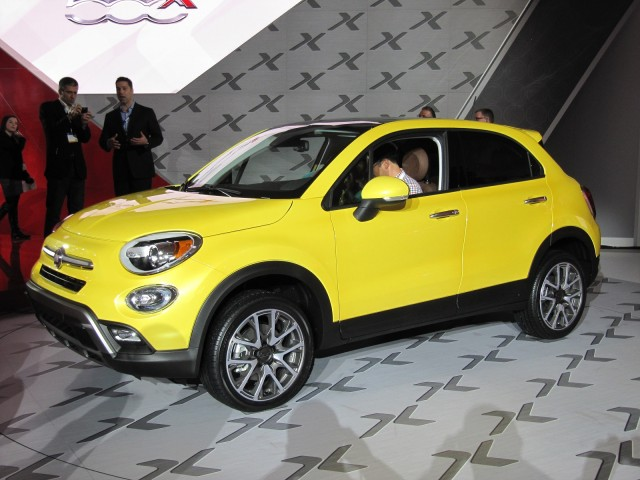 2016 fiat 500x live photos and video from 2014 la auto show for Garage fiat paris