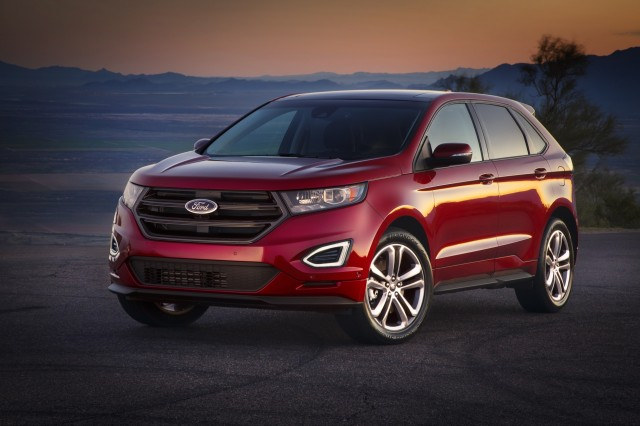 Ford Edge Vs  Hyundai Santa Fe Sport Compare Cars