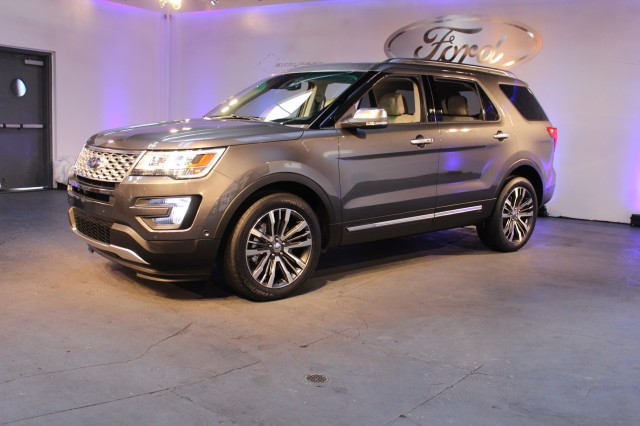 2016 Ford Explorer Platinum  -  2014 Los Angeles Auto Show preview