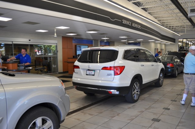 2016 honda pilot long term road test the first service stop. Black Bedroom Furniture Sets. Home Design Ideas