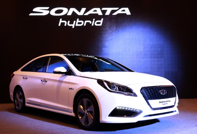 new hyundai sonata hybrid unveiled in korea u s sales in 2016. Black Bedroom Furniture Sets. Home Design Ideas