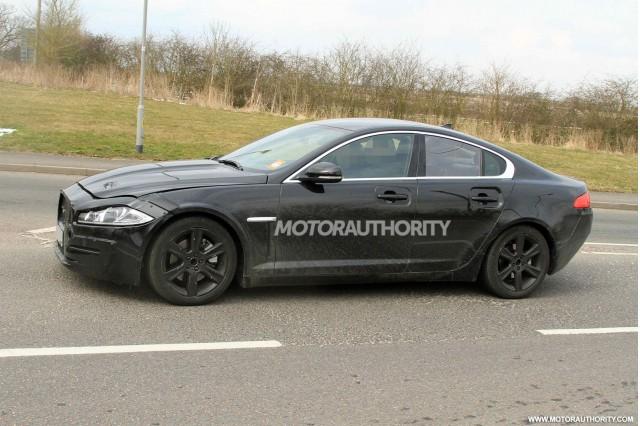 2016 Jaguar XS test mule spy shots