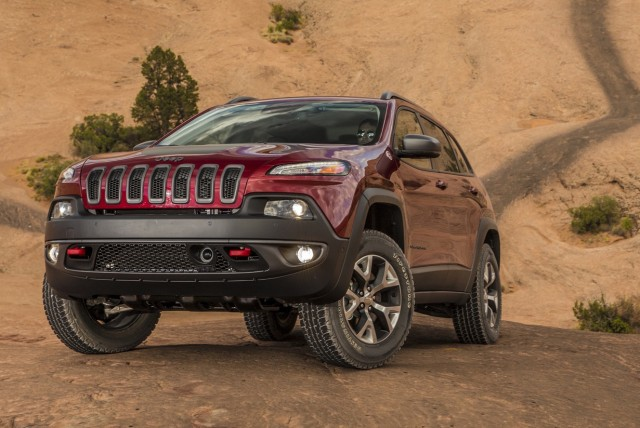 2016 Jeep Cherokee vs Ford Escape, Hyundai Santa Fe ...
