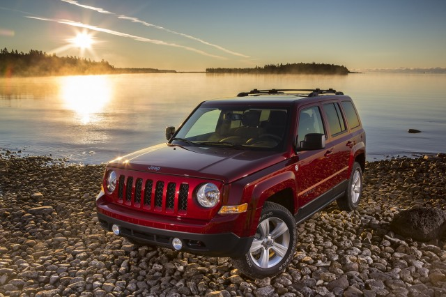 2016 Jeep Pass Vs Patriot The Car Connection