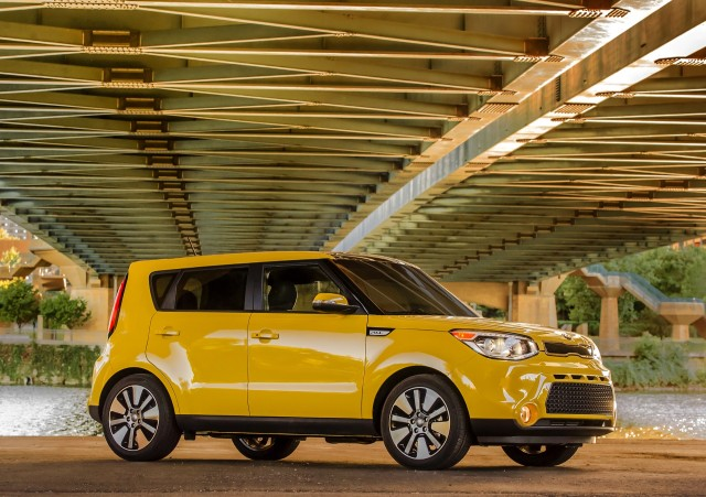 Kia Soul Vs Toyota Yaris The Car Connection - 2018 kia soul invoice price