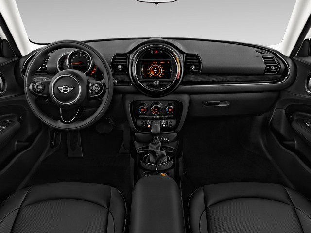 2016 MINI Cooper Clubman 4-door HB Dashboard