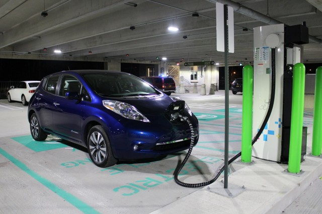 2016 Nissan Leaf SL fast-charging at NRG evGo Freedom Station, Hudson Valley, NY, Dec 2015