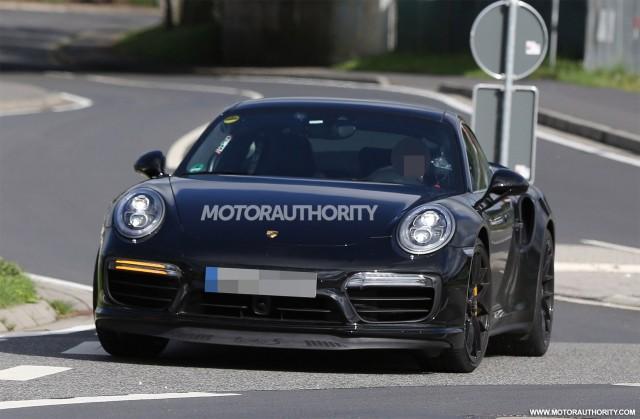 2017 Porsche 911 Turbo facelift spy shots - Image via S. Baldauf/SB-Medien
