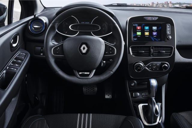 Renault rolls out new clio rs Interieur clio 4