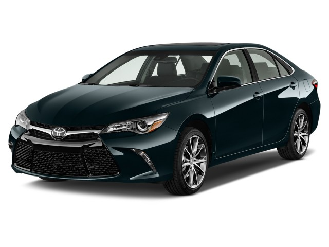 2016 Toyota Camry 4-door Sedan I4 Auto XSE (GS) Angular Front Exterior View