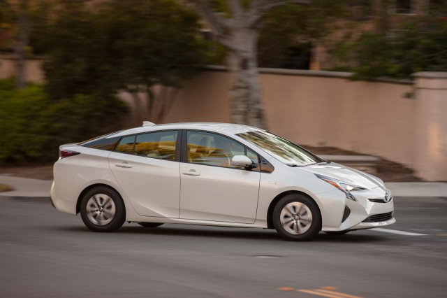 2016 toyota prius most fuel efficient car without a plug. Black Bedroom Furniture Sets. Home Design Ideas