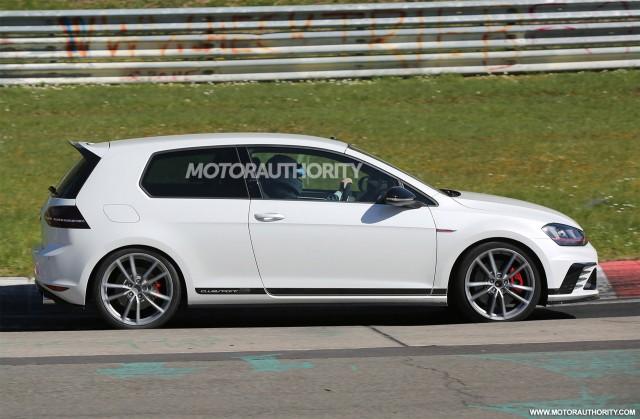2016 Volkswagen GTI Clubsport S spy shots - Image via S. Baldauf/SB-Medien