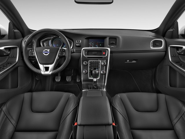 2016 Volvo V60 4-door Wagon T6 R-Design AWD Dashboard