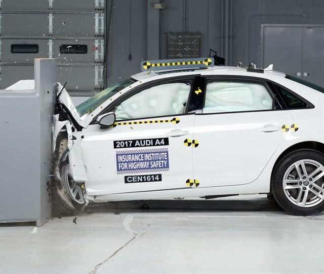 2017 Audi A4 in IIHS crash testing