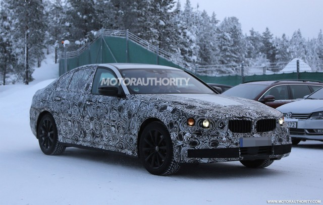 2017 BMW 5-Series eDrive Plug-In Hybrid spy shots - Image via S. Baldauf/SB-Medien